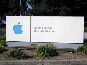 Apple cupertino 300x225 Pour payer des dividendes apple ralise le plus gros emprunt de lhistoire